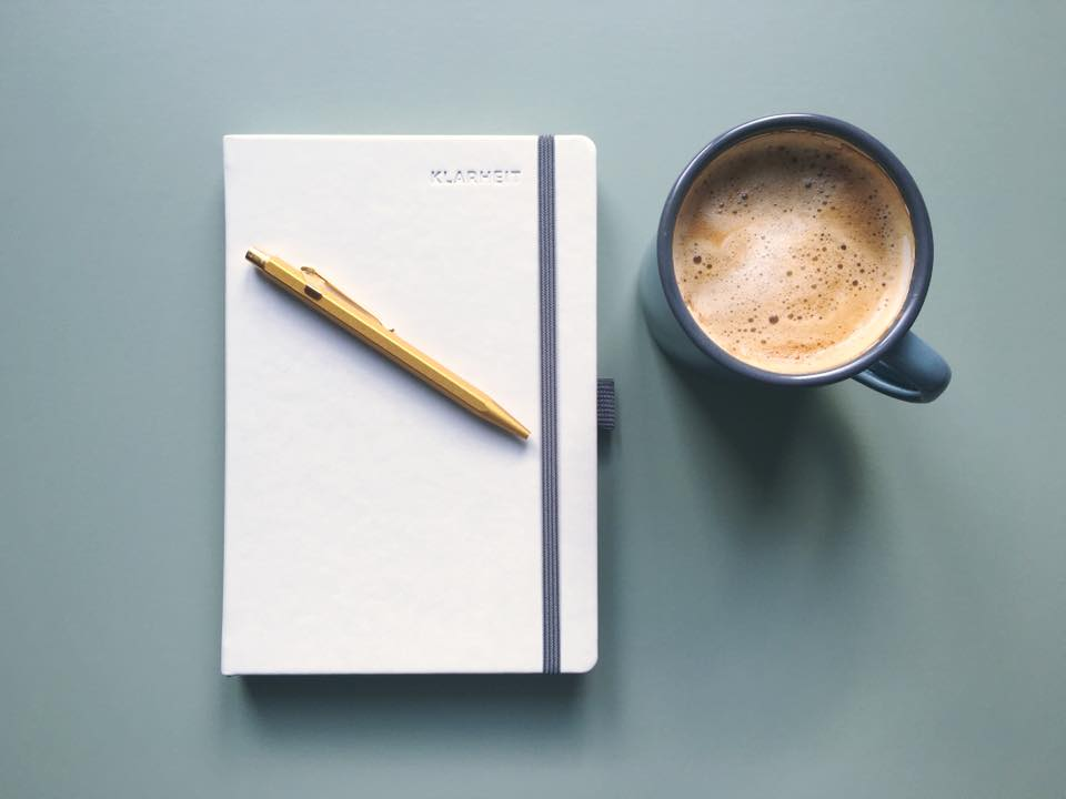 klarheit planer in grau mit kaffeetasse peter teschke. Black Bedroom Furniture Sets. Home Design Ideas
